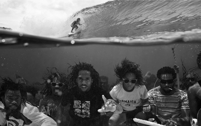 underwater-group-photo-surfing-above-perfect-timing